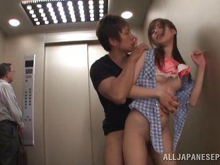 Порно минет в лифте