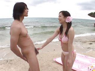 Секс в троем на пляже